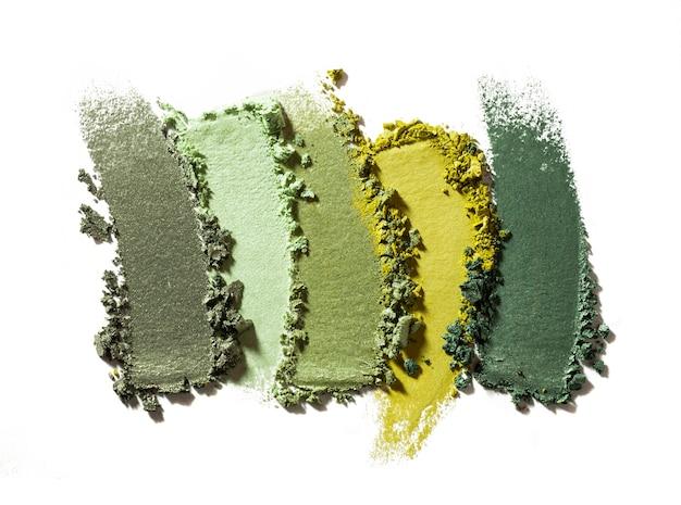 Lidschatten schimmernde matte mehrfarbige palettenstruktur lokalisiert auf weißem hintergrund