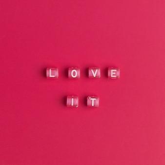 Liebe es wort alphabet buchstaben perlen