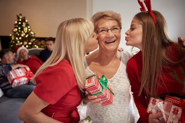 Liebe, glück und umarmungen - weihnachten in unserem haus