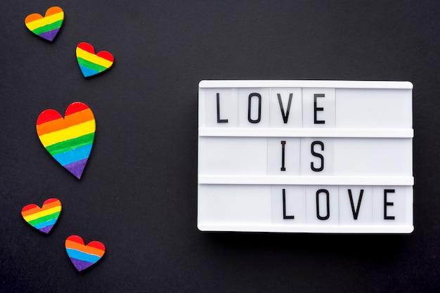Liebe ist liebesstolz zitat mit regenbogenherzen