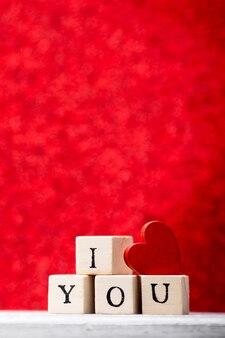 Liebesbotschaft in holzklötzen geschrieben.