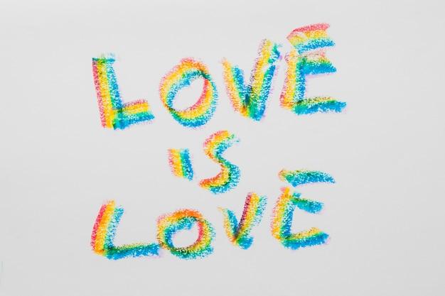 Liebesbotschaft über die liebe in lgbt-farbigen buchstaben