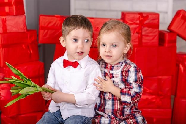 Liebesfreundschaftskinder und lustige valentinstagfeiertagsfeier