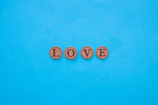 Liebesschreiben auf kleinen korken
