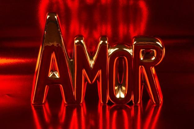 Liebestext in portugiesisch mit rotem hintergrund.