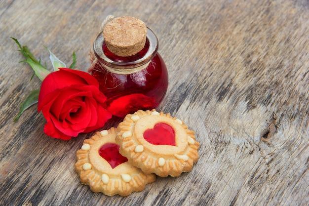 Liebestrank, zauberelixier und kekse mit herz