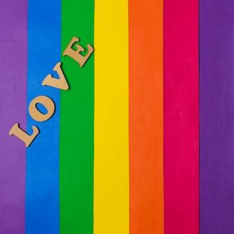 Liebeswort und lgbt-flagge