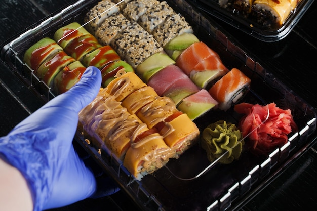 Lieferservice für sushi-rollen