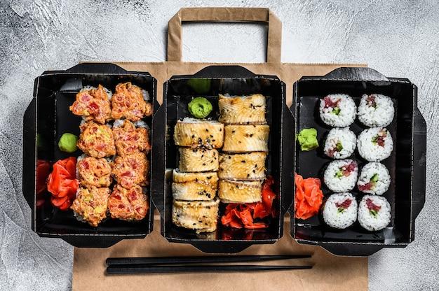 Lieferservice japanische lebensmittelbrötchen im karton