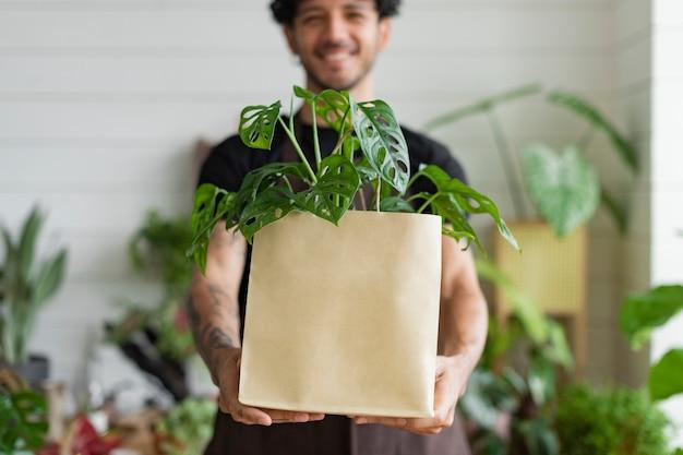 Lieferverpackung für pflanzenladengeschäftsinhaber