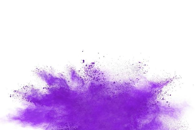 Lila pulver explosion isoliert auf weißem hintergrund.