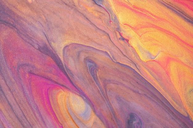 Lila und goldene farben des abstrakten flüssigen kunsthintergrundes. flüssiger marmor. acrylmalerei mit violettem farbverlauf und spritzer. aquarellhintergrund mit wellenförmigem muster. stein marmorierter abschnitt.
