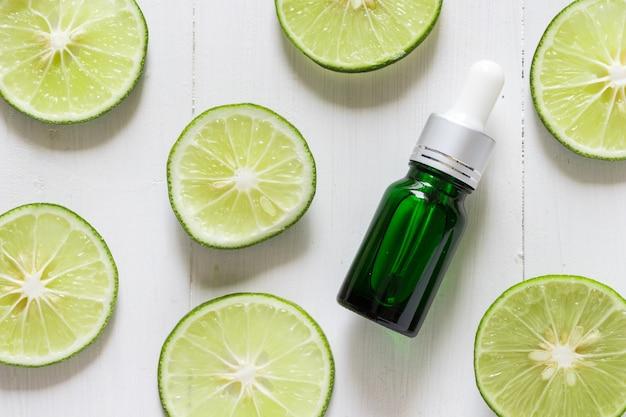 Limettenextrakt vitamin c für hautbehandlungen und heilmittel, akne und dunkle flecken ätherisches ölprodukt, natürliche und organische schönheitsartikel