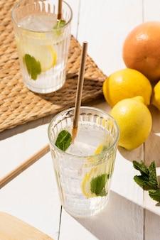 Limonade auf dem tisch