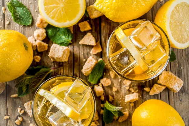Limonade oder gefrorener sommertee