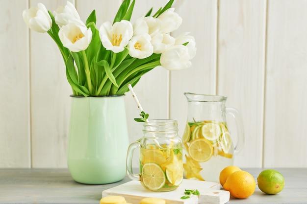 Limonaden- und tulpenblüten