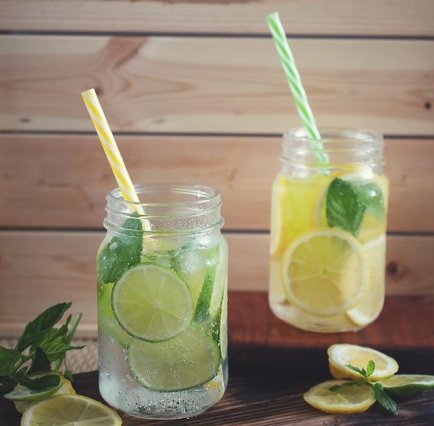Limoncello nahaufnahme in einem glas