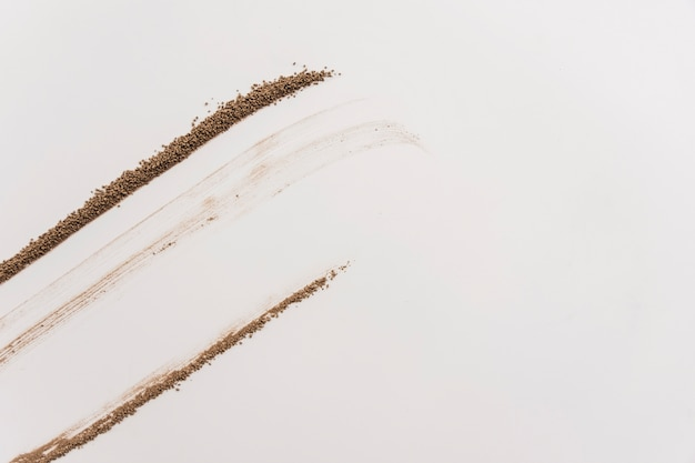 Linien der schokoladenkrümel