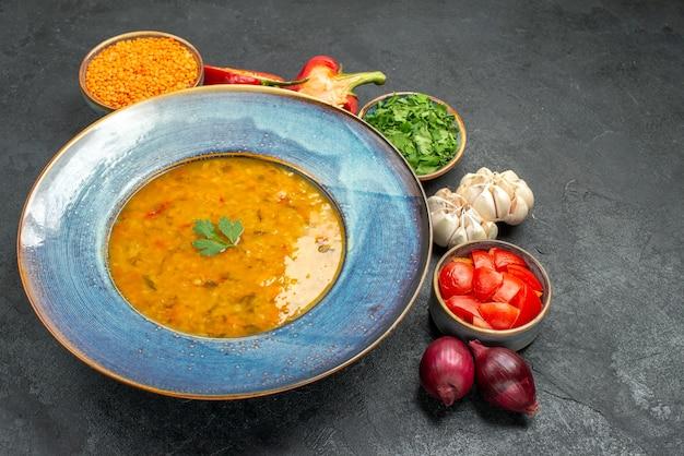 Linsensuppe eine appetitliche linsensuppe paprika kräuter tomaten zwiebel