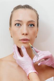 Lippenvergrößerungsverfahren im salon