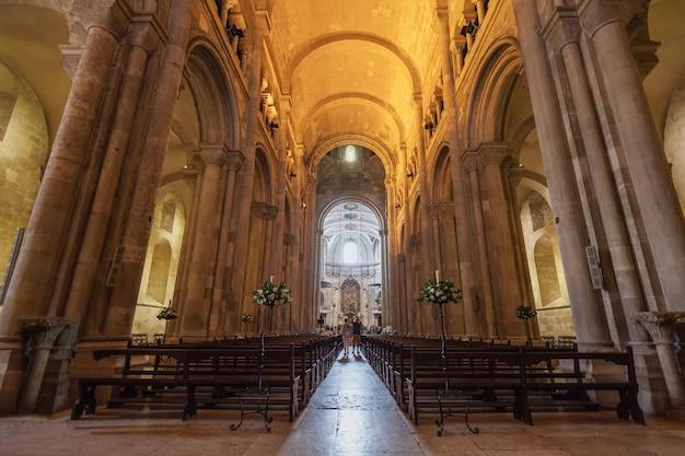 Lissabon - 24. juni: se-kathedrale (die patriarchalische kathedrale von st. maria maggiore) am 24. juni 2014 in lissabon, portugal