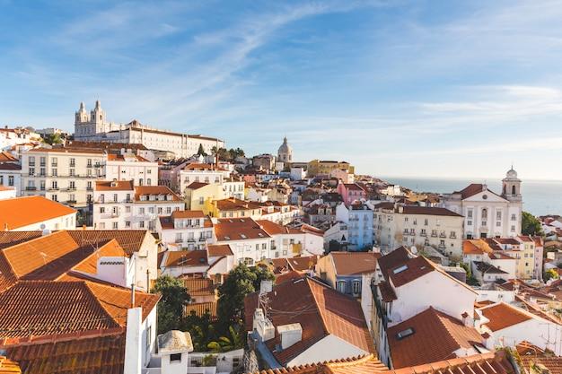 Lissabon-dachpanoramablick an einem sonnigen tag