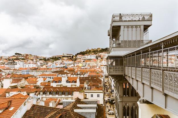 Lissabon-panoramablick von santa justa-aufzug