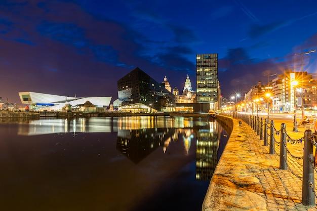 Liverpool-skyline-pierkopfsonnenuntergang