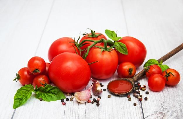 Löffel mit tomatensauce