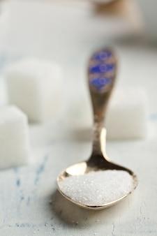Löffel weißer zucker