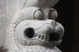 Löwen-statue schnitzereien
