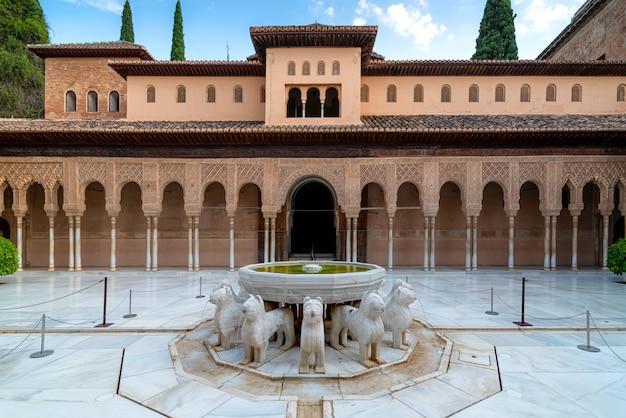 Löwengericht im alhambra-palast, granada, spanien