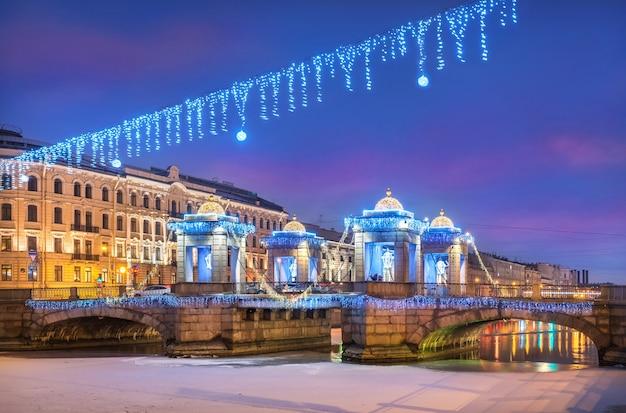 Lomonossow-brücke über den fluss fontanka in st. petersburg und neujahrsdekorationen