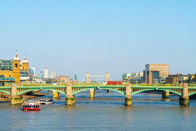 London city mit themse
