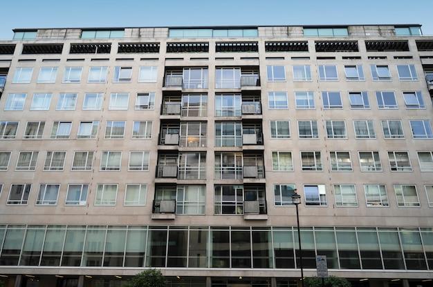 London, großbritannien, 23. juli 2021 - west london gebäude stadtlandschaften in london, großbritannien, alte architektonische moderne gebäude