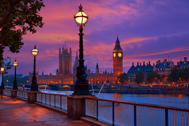 London-sonnenuntergangskyline bigben und themse