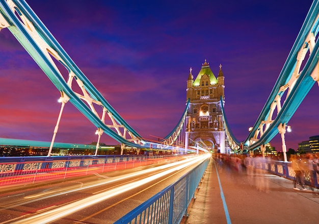 London tower bridge sonnenuntergang auf der themse