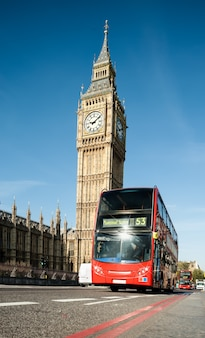 Londoner bus vor big ben