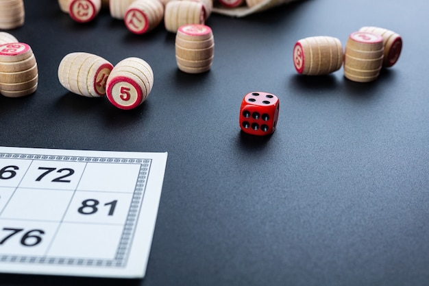 Lottospiel auf schwarzem hintergrund