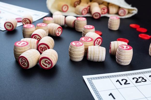 Lottospiel auf schwarzem