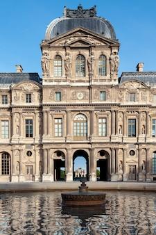 Louvre-museum in paris