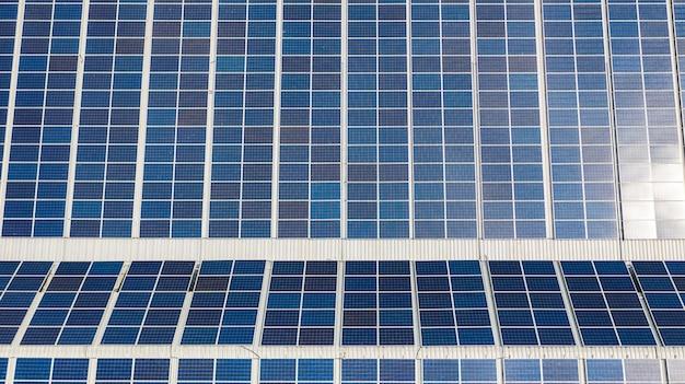 Luftansicht der solarzellen auf dem dach