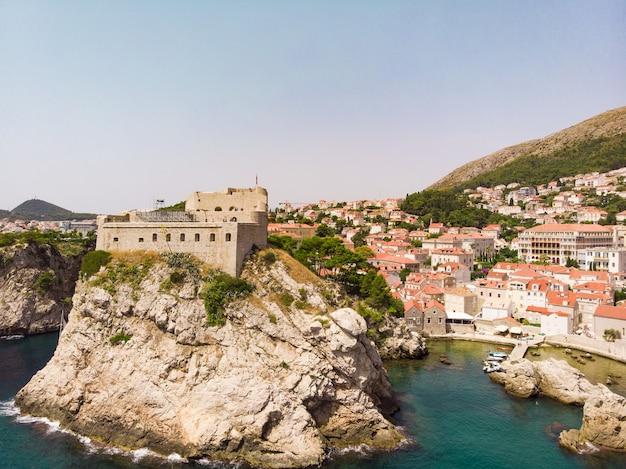 Luftaufnahme am berühmten europäischen reiseziel in der altstadt von kroatien dubrovnik