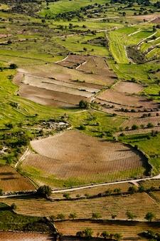 Luftaufnahme auf landwirtschaftlichen feldern