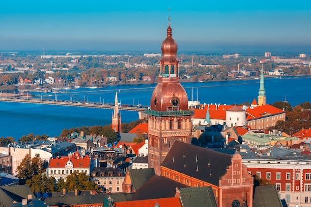 Luftaufnahme der altstadt und von daugava, riga, lettland