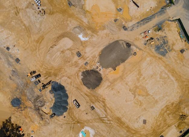 Luftaufnahme der bauarbeiten im vorbereitungsprozess ansicht eines neuen wohnviertels mit mehrfamilienhäusern