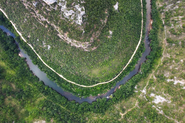 Luftaufnahme der ebro-flussschlucht in burgos, spanien.