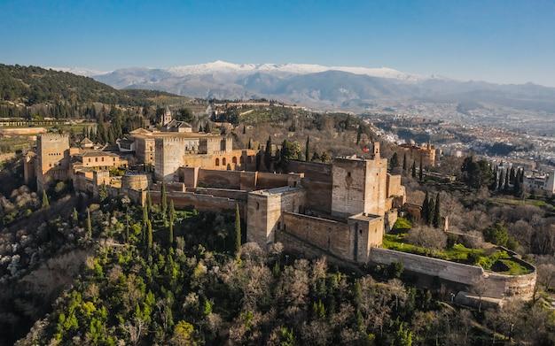 Luftaufnahme der festung alhambra in granada
