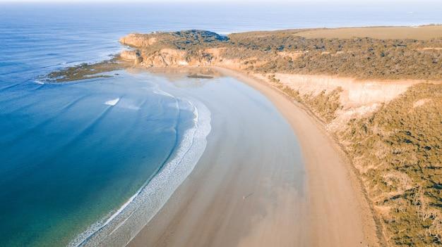 Luftaufnahme der great ocean road bei sonnenuntergang, victoria, australien