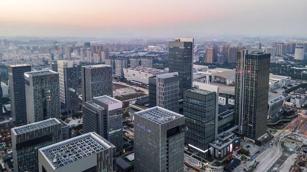 Luftaufnahme der skyline der architektonischen landschaft des finanzviertels von ningbo